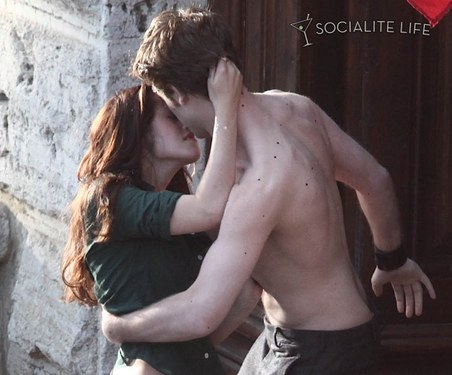 kristen stewart and robert pattinson kissing in new moon